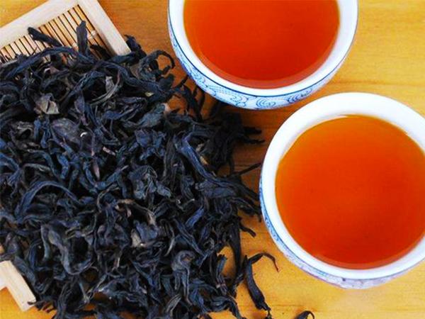 冰岛普洱茶与毛武夷山毛茶